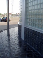 Combination of smooth pavement and Nika tiles
